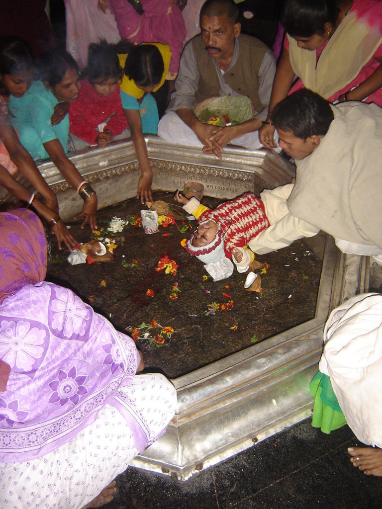 A puja taking place at Vishnupad Mandir