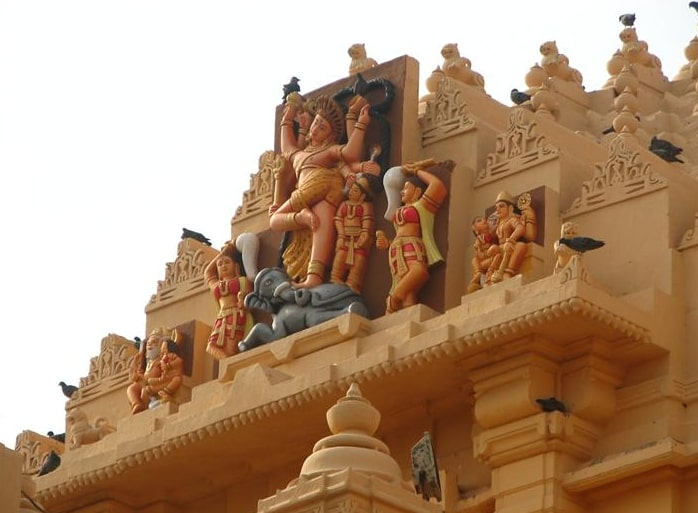 Sculptures on the outside walls of Somnath Temple