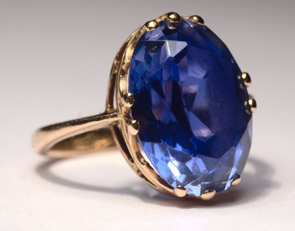 Those who have Shani Dosha should wear jewellery made of blue sapphire to reduce its effects
