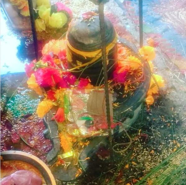 Shiv ling at kamleshwar mahadev mandir.