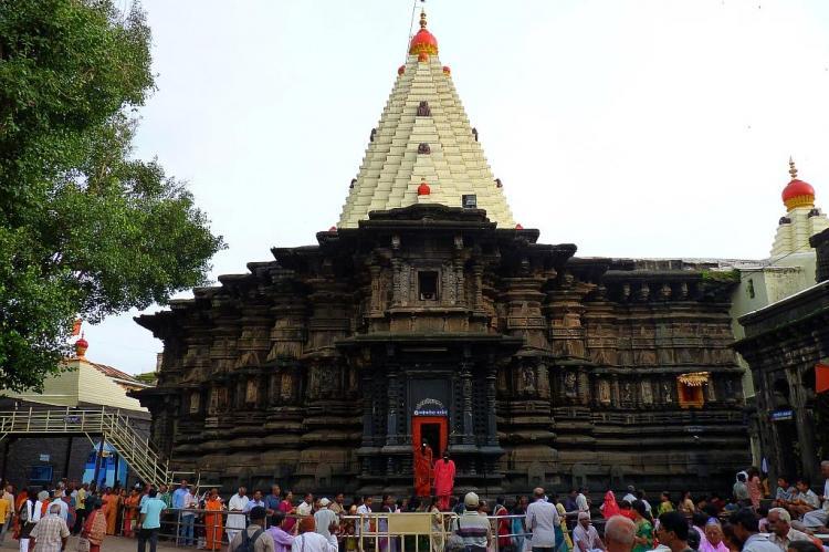 Crowd outside the Mahalakshmi temple kolhapur.