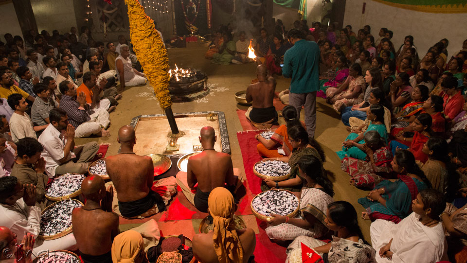 Men performing Pitru Paksha during Mahalay Amavasya on Bhadra maasa