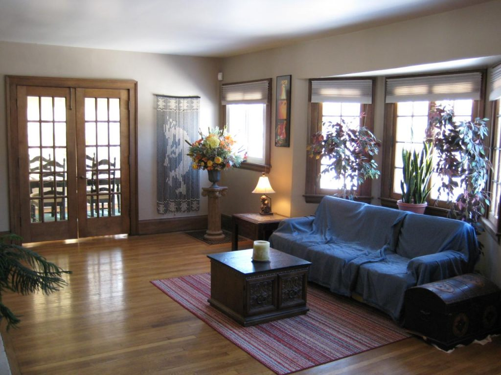 Vastu tips for home  - Living room with blue sofas