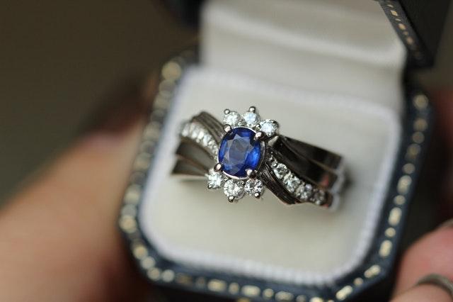 Saturn - Blue Sapphire