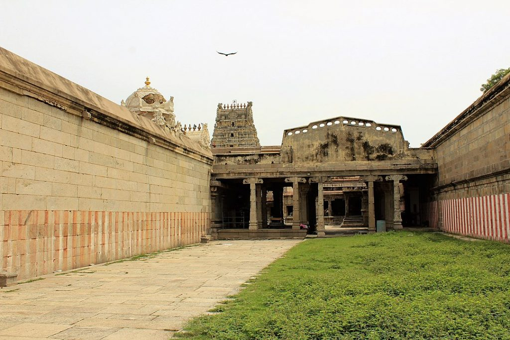 The Vadaranyeswarar Temple Thiruvalangadu